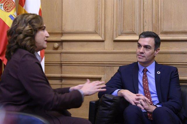 El presidente del Gobierno, Pedro Sánchez durante su reunión con la alcaldesa de Barcelona, Ada Colau en el Ayuntamiento de la capital catalana.