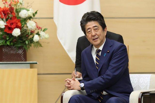 Rusia/Japón.- Abe aboga por reunirse en mayo con Putin para resolver la disputa