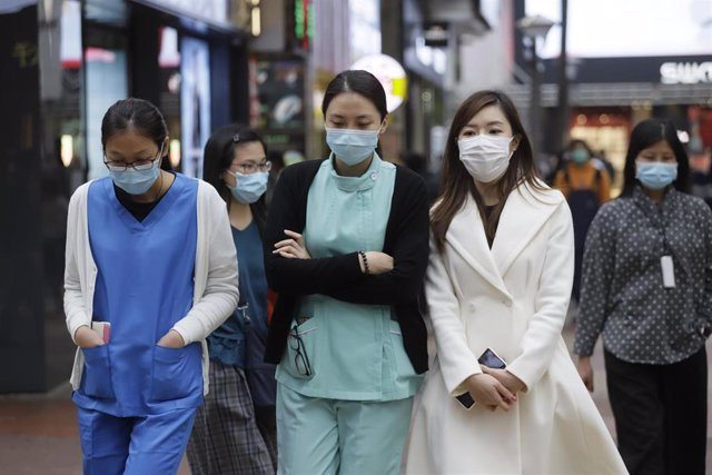 05 February 2020, China, Hong Kong: Clinic nurses walk on the street with face masks amid the outbreak of the coronavirus. Photo: Liau Chung-Ren/ZUMA Wire/dpa