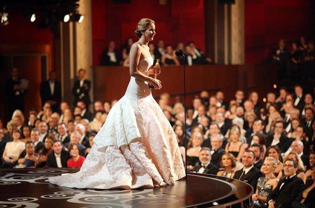 Jennifer Lawrence gana el Oscar a mejor actriz en 2013