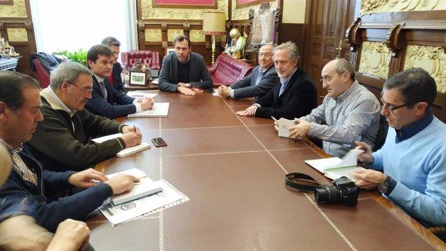 Reunión entre el alcalde de Valladolid, representantes de Adif y de las asociaciones vecinales de Pilarica, Belén y Los Santos-Pilarica.