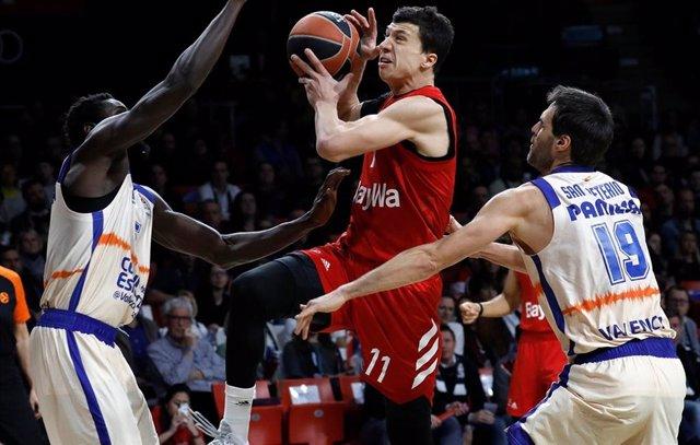 Vladimir Lucic, en un partido contra el Valencia Basket.
