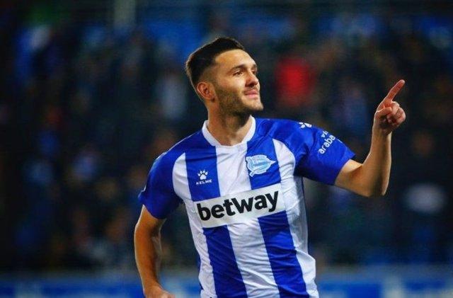 Lucas Pérez celebra un gol del Alavés
