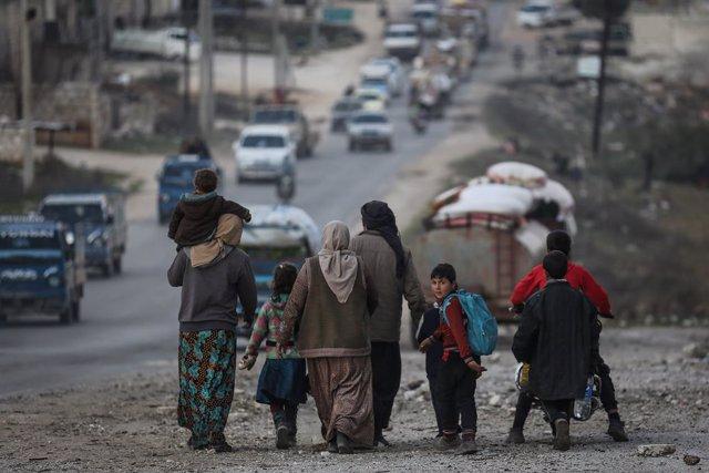 Siria.- Turquía refuerza su actividad militar en Siria con el envío de un convoy