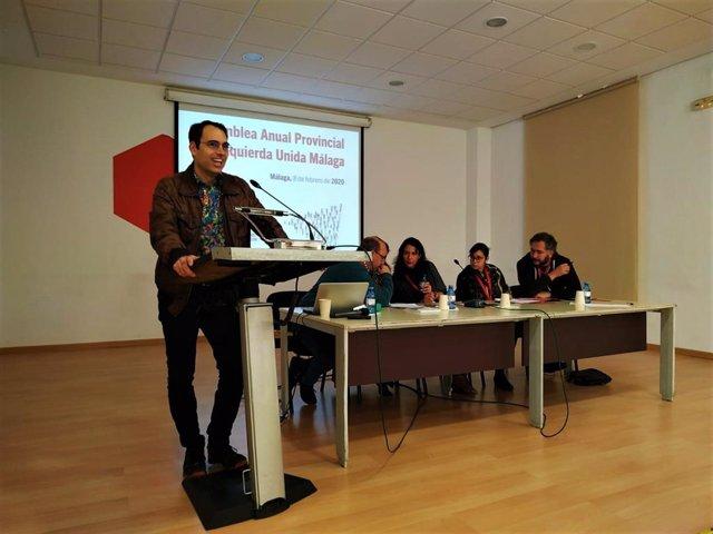 El coordinador general de IU-A, Toni Valero, interviene en la Asamblea de Balance de IU Málaga.