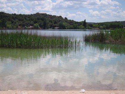 Junta y ayuntamientos analizan propuestas para una mejor respuesta ante un incendio forestal en las Lagunas de Ruidera