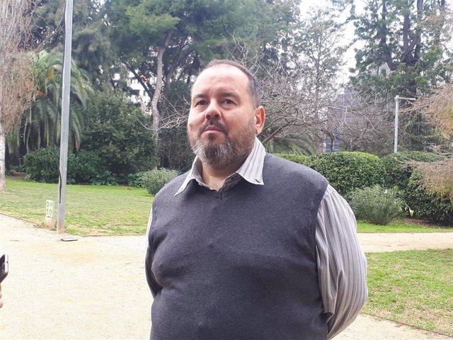 El portavoz de CatComú y diputado de En Comú Podem, Joan Mena, en declaraciones tras el Consell Nacional de CatComú.
