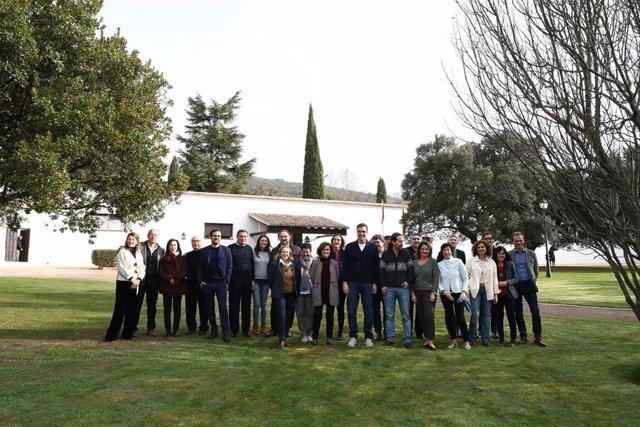 Pedro Sánchez y los ministros que componen el Ejecutivo en la finca estatal de los Quintos de Mora, situada en el término municipal de Los Yébenes (Toledo).
