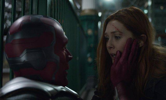 Vision y Bruja Escarlata en Vengadores: Infinity War