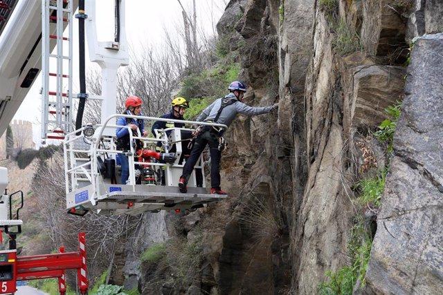Caída de piedras en el Puente de Alcántara de Toledo.