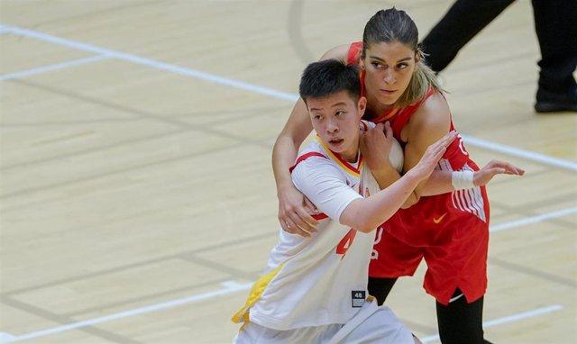 Marta Xargay, en un partido con la selección española de baloncesto.