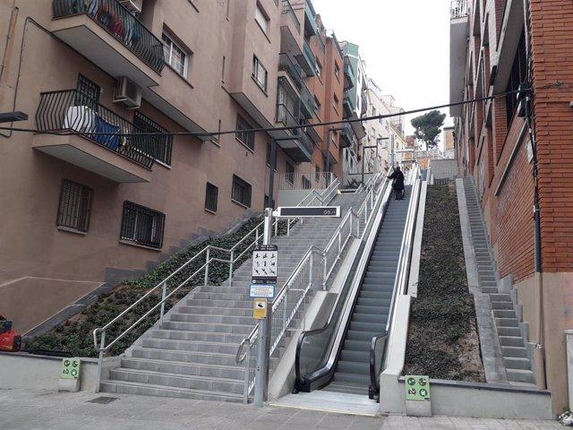 Escales mecàniques al carrer Mare de Déu dels Àngels de Barcelona