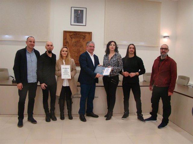 El Ayuntamiento de Quintanar recibe de los promotores del Crazy Drummer*s el título oficial del Récord Mundial.