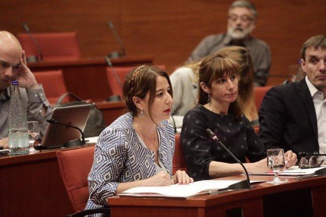 La diputada de Cs Sonia Sierra intervé al Parlament per demanar que se celebri la ponència sobre la proposició de llei de gratuïtat del material escolar.