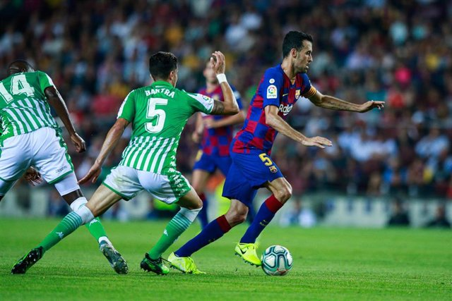 Marc Bartra y Sergio Busquets en un FC Barcelona-Real Betis