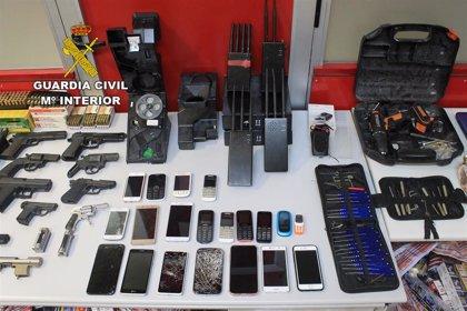 Desmantelada una organización que robaba en casas de apuesta y estancos y traficaba con armas