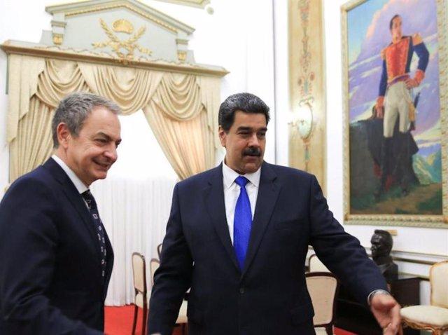 El presidente venezolano, Nicolás Maduro, y el expresidente del Gobierno español José Luis Rodríguez Zapatero.
