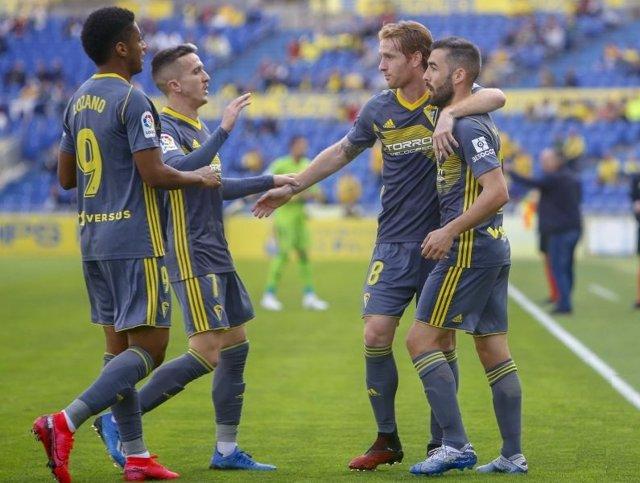 El Cádiz vence a Las Palmas en el estadio de Gran Canaria