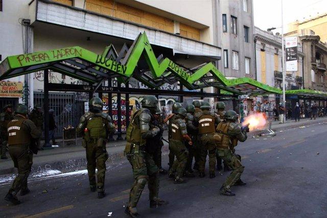 Imagen de carabineros durante las protestas en Chile.
