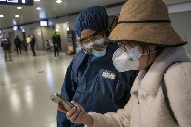 VÍDEO: Coronavirus.- China eleva a 811 los muertos por el nuevo coronavirus, que
