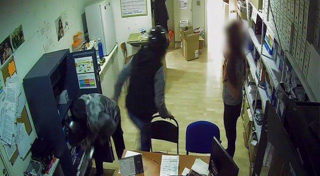 Imatge dels lladres durant un dels robatoris.