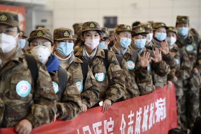 Médicos chinos preparados para volar desde Yinchuan a Wuhan para combatir el brote del coronavirus