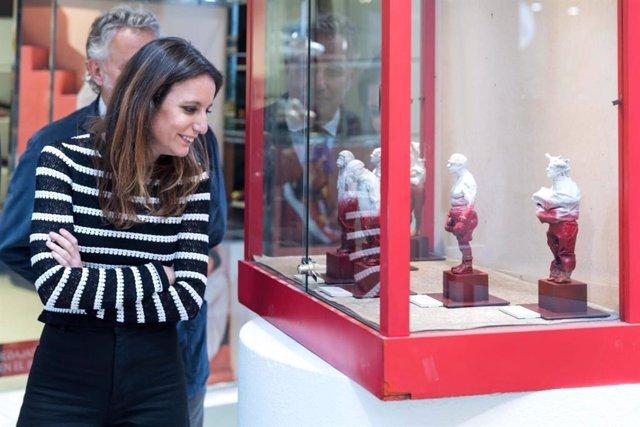 Andrea Levy visita la XXIX edición de la feria de arte FLECHA