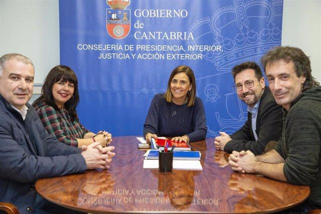 La Consejera De Presidencia, Paula Fernández Se Reúne Con Los Representantes Municipales De Colindres