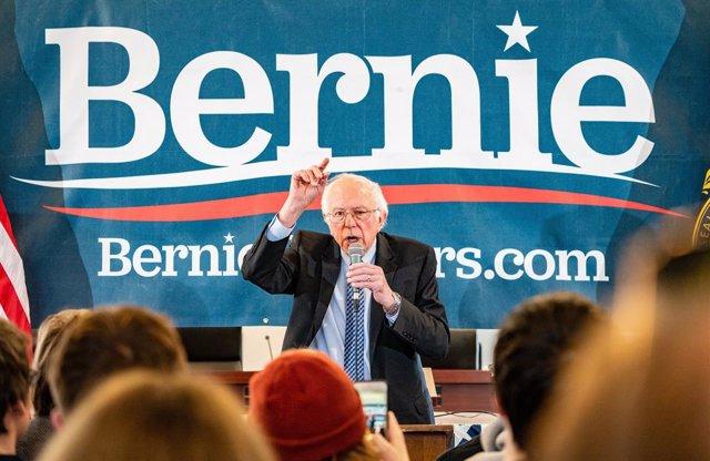 EEUU.- Bernie Sanders, en cabeza para las primarias de New Hampshire, según una