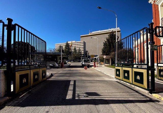 Entrada al Hospital Gómez Ulla, en Madrid, donde permanecen aislados los 21 españoles repatriados desde Wuhan (China)