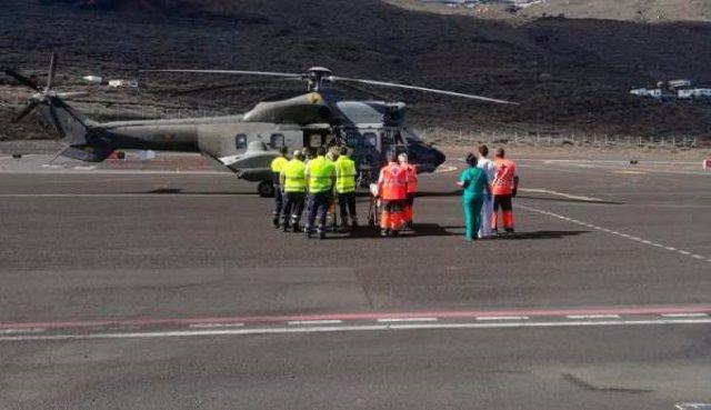 Helicóptero del Ejército del Aire que evacuó a ocho de los diecinueve supervivientes que viajaban en la patera rescatada al sur de El Hierro