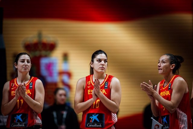 Leonor Rodríguez, Marta Xargay i Laia Palau, jugadores de la selecció espanyola femenina de bàsquet, en el Preolímpic