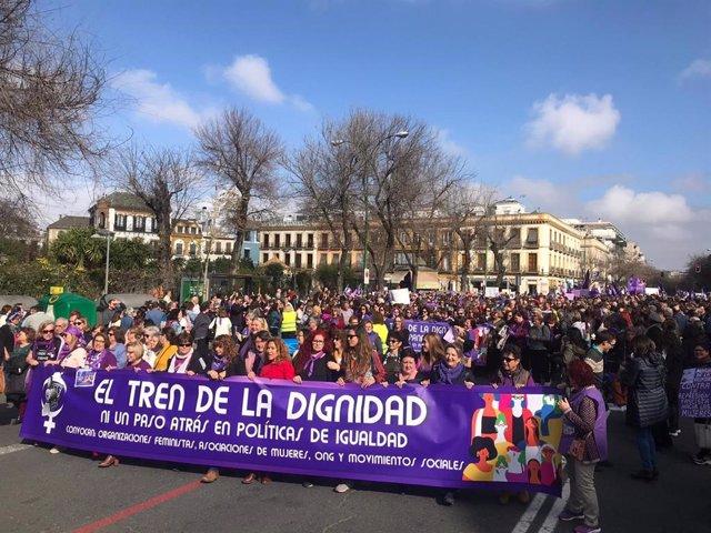 Asistentes a la manifestación de este domingo en Sevilla.