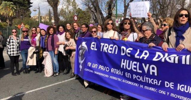 PSOE de Huelva asiste a la manifestación del Tren de la Dignidad.