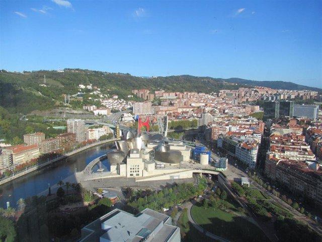 Tiempo soleado en Bilbao (Imagen de archivo)