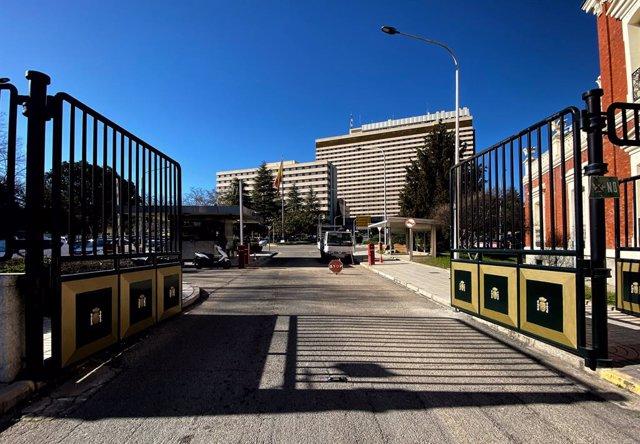 Entrada de l'Hospital Gómez Ulla, a Madrid, on romanen aïllats els 21 espanyols repatriats des de Wuhan (Xina)