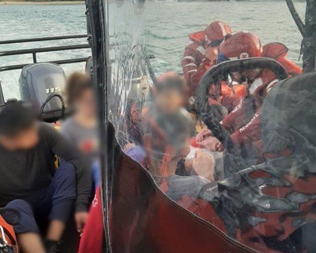 Cuatro rescatados en Mutriku tras subir la marea y quedar aislados