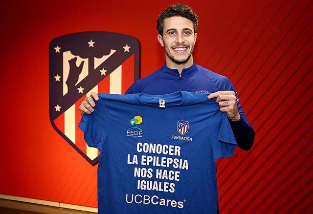 El jugador del Atlético de Madrid, Mario Hermoso, es el protagonista de la campaña de sensibilización sobre la epilepsia 'Conocer la Epilepsia nos hace iguales'.