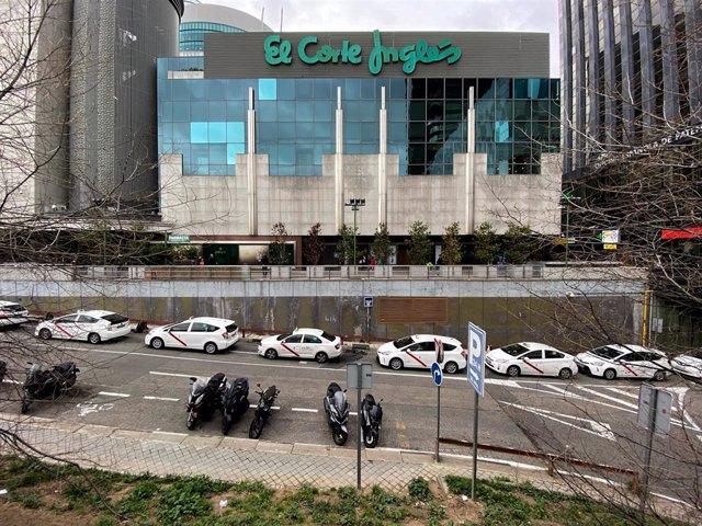 Exterior del edificio de El Corte Inglés de Nuevos Ministerios, en Madrid (España) a 30 de enero de 2020.