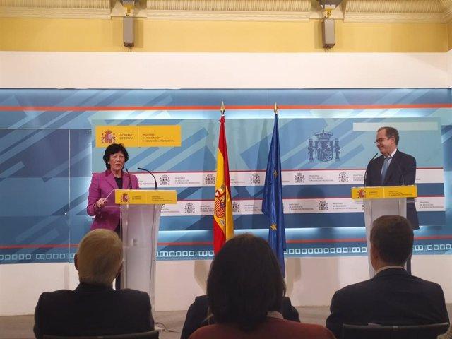 Rueda de prensa tras la reunión de Celaá con Ossorio