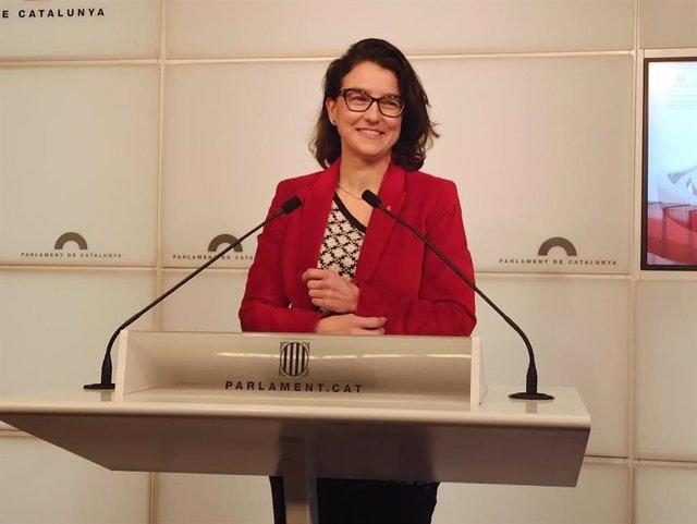 Eva Granados (PSC) en roda de premsa al Parlament (arxiu)