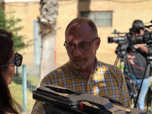 Antonio del Castillo atiende a los medios de comunicación