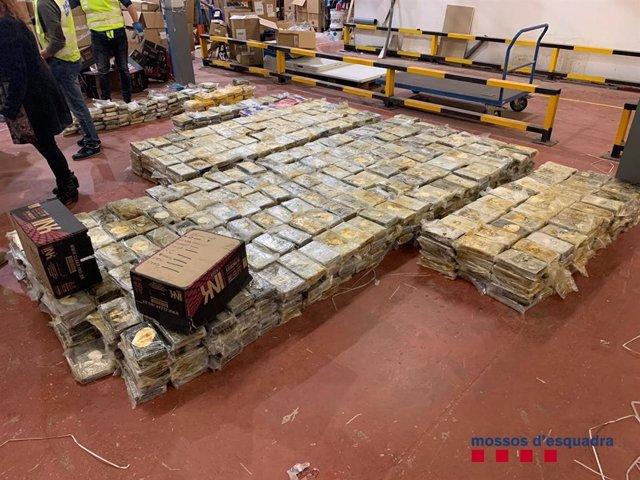 Els Mossos d'Esquadra detenen la banda que va introduir 1.400 quilos de cocaïna a Sant Boi (Barcelona) el 2018