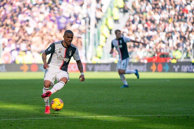 Fútbol.- La Juventus puede perder al brasileño Douglas Costa para la ida de Cham