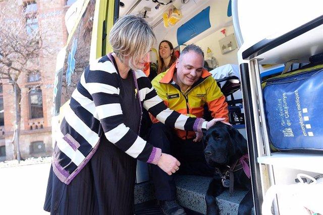 Alba Vergés, en la presentación de un sistema para que los perros guía puedan acompañar a los pacientes en las ambulancias