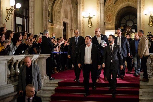 El president de la Generalitat, Quim Torra; l'exvicepresident Oriol Junqueras; l'exconseller Raül Romeva; el president del Parlament, Roger Torrent; i l'exconseller Quim Forn, al Parlament de Catalunya /Barcelona, 28 de gener del 2020.