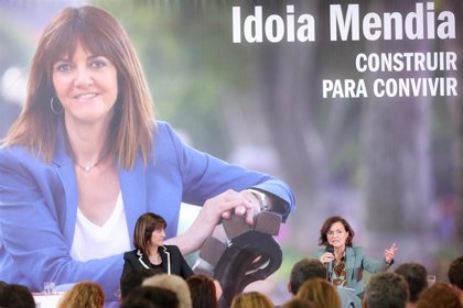 Los ministros del PSOE arropan a su candidata en Euskadi en la presentación de su libro en Madrid