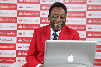 """Pelé sufre """"cierta depresión"""" por sus problemas de movilidad"""