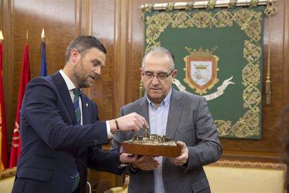 Maya recibe al alcalde de Caravaca de la Cruz y la consejera de Turismo, Juventud y Deportes de Murcia