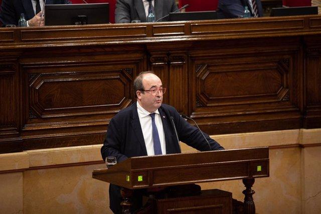El primer secretari del PSC, Miquel Iceta, intervé des del faristol durant un Ple del Parlament de Catalunya, en la mateixa jornada en la qual la Taula ha assumit la cessió de Torra com a diputat, a Barcelona (Espanya), a 27 de gener de 2020.